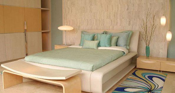 Dormitorio matrimonial con colores de playa muy comodo y for Dormitorios comodos