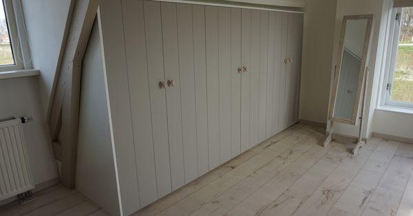 Landelijke inbouwkast van mdf met ouderwetse deurknoppen for Karwei kasten