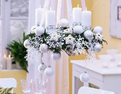 h ngender weisser adventskranz mit kugeln living4media weihnachten pinterest kugeln. Black Bedroom Furniture Sets. Home Design Ideas