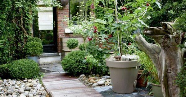 un joli jardin de ville petit jardin de ville. Black Bedroom Furniture Sets. Home Design Ideas
