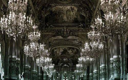 Closer to Rhea and Loki's ballroom ... no chandeliers though. Looks like I'm gonna ...