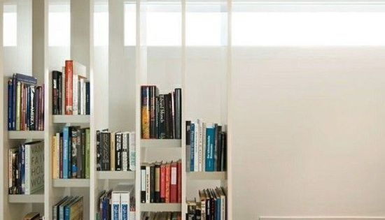 pour la tr mie l 39 tage escalier pinterest stockage de livre design et ranger des livres. Black Bedroom Furniture Sets. Home Design Ideas