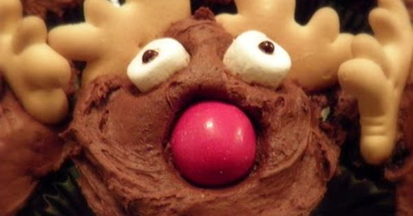 Reindeer Cupcakes - adorable animal cracker antlers