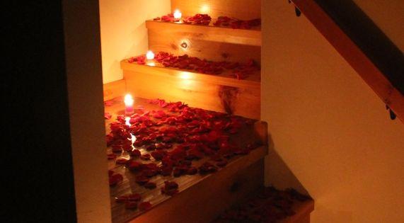 Romantic Bedroom Ideas With Rose Petals Rlsrrbe