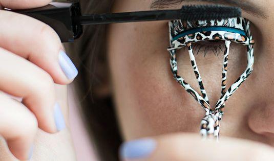 Tricks for Applying Mascara and Using Eyelash Curler - How to Make Your Eyelashes Look Amazing - Cosmopolitan