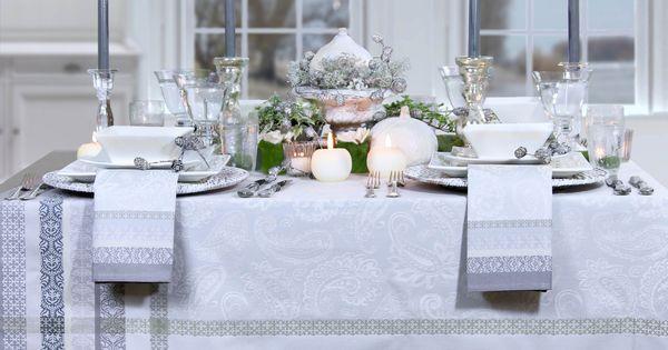 festlich gedeckter tisch mit jacquard tischdecke im franz sischen stil gedeckter tisch. Black Bedroom Furniture Sets. Home Design Ideas