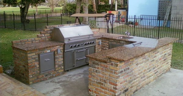 Dazzling U Shaped Kitchen Island Grill And Bar Design Features Brown Granite Countertop Prefab Outdoor Kitchen Outdoor Kitchen Island Modular Outdoor Kitchens