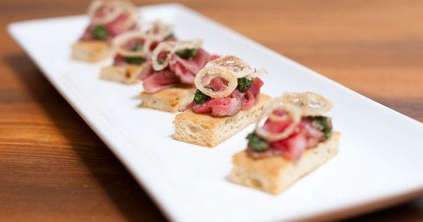 Mini rare beef sandwich focaccia pesto canape google for Canape sandwich