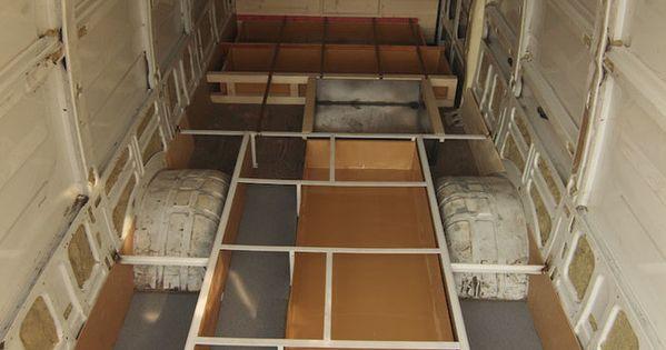 Il transforme son camion en une superbe habitation minimaliste fils - Conteneur transforme en habitation ...