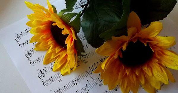 ورد جميل على مفاتيح البيانو Plants Handicraft