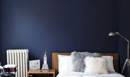 Wohnen f r viel mehr blaue wandfarbe jane wayne news living spaces pinterest design - Rauchblau wandfarbe ...