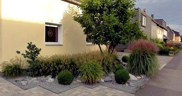 vorgartengestaltung mit gräsern, buxbaumkugeln und naturstein, Garten und bauen