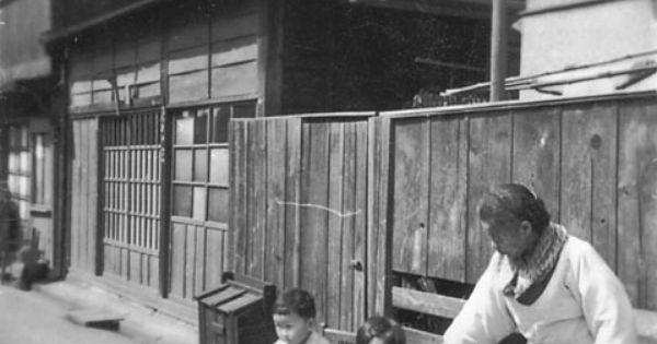 昭和の家並 ゴミ箱 板塀 板塀 古写真 写真