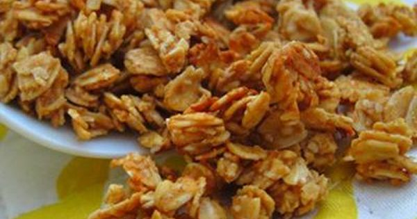 peanut butter granola - 5 ingredients: oats, pb, honey, cinnamon, vanilla, bake,