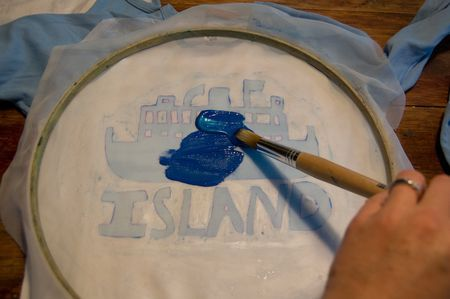 make your own silk screened t-shirts with an embroidery hoop and Mod
