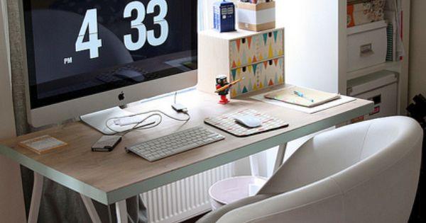 une planche et deux tr teaux coin bureau coins et tr teaux. Black Bedroom Furniture Sets. Home Design Ideas