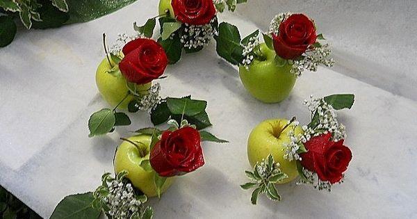 Matrimonio Bed Of Roses : Piccoli segnaposto per invitati con mele verdi e rose
