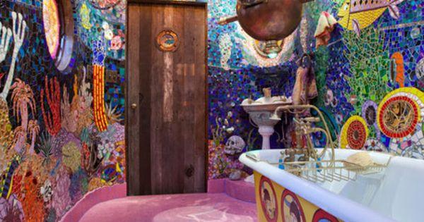Um banheiro todo decorado como Yellow Submarine! Como não amar? decor homedecor