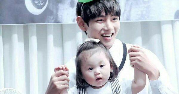 12 Potret Idol Kpop Bersama Anak Kecil Ini Sukses Bikin Baper Di 2020 Anak Gambar Musim Panas Foto Bayi