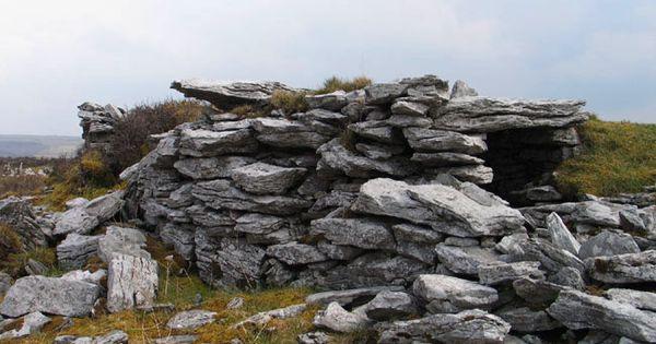 Poulawack Rath And Souterrain Rochas Montanhas Ruinas