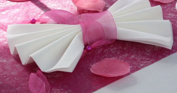 Bapt me fuchsia et blanc pliages de serviette napkin folding pinterest idee bapteme - Pliage serviette bapteme fille ...