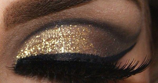 gold glitter eyeshadow with black flirty liner goldilocks eye makeup eyeshadow done