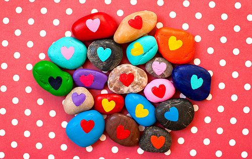 Painted rocks make for a fun, eco-friendly Valentine's Day craft! ValentinesDay valentine