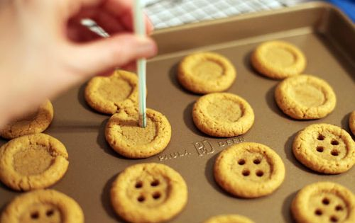 Cute idea for peanut butter cookies! Buttons
