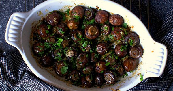 Garlic Butter Roasted Mushrooms- an easy & delish side dish