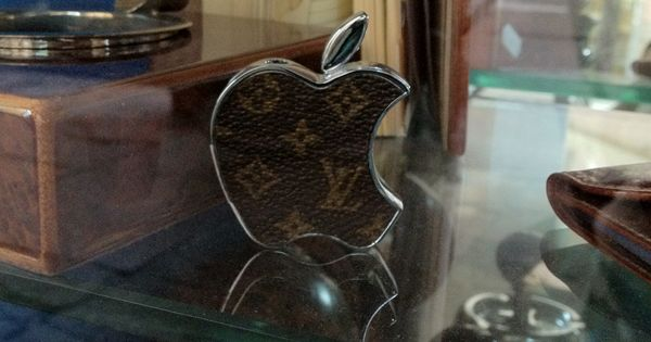 Cigarette Lighter Apple + Louis Vuitton | LOUIS VUITTON ...
