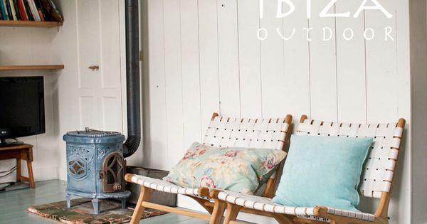 Leuke foto ontvangen van lieke met de ushuaia vintage lounge stoelen met wit leer erg leuk - Naakt in haar woonkamer ...