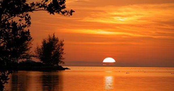 Budget Lodging In Key West Florida Honeymoon Top 10 Honeymoon Destinations Key West Sunset