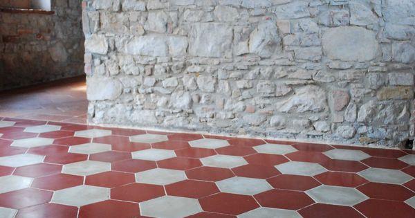 Pavimento in cementine esagonali bianche e rosse antiche - Piastrella 7 5x15 bianche ...