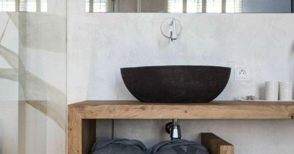 waschtisch aus holz u form handtuecher waschbecken schwarz glas wand fliesen bathroom candle. Black Bedroom Furniture Sets. Home Design Ideas