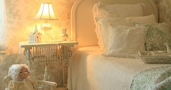 Cottage style bedroom, cute little girls room
