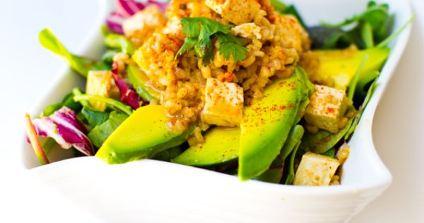 This spicy peanut tofu rice & avocado salad is perfect for summer!
