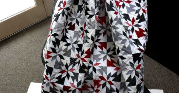 Double bed hunter 39 s star quilt in red black gray white for Black white and gray quilt patterns