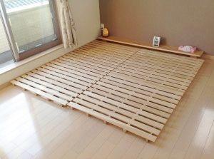 すのこを並べていく キングサイズのdiyすのこベッド 300x223 すのこベッド すのこ ベッド Diy 布団 すのこ