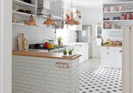 Total white una vivienda con dise o fresco suelos - Cocinas con mosaico ...