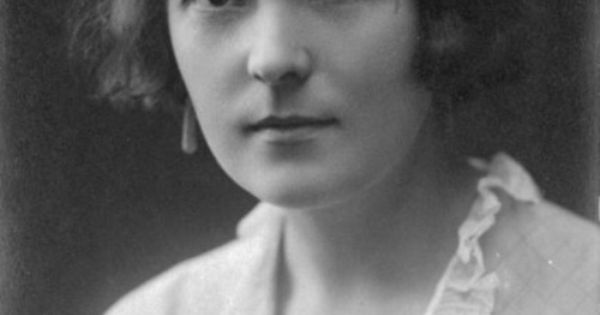 an analysis of katherine mansfield s a In the fly by katherine mansfield we have the theme of control, ignorance, sacrifice, responsibility and war taken from her the doves' nest and other.