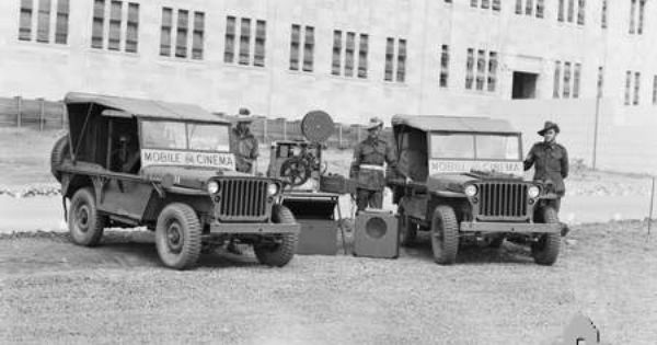Brisbane Qld 1943 09 Jeeps Of The 84th Mobile Cinema Unit And The 85th Mobile With Images Jeep Cinema Willys Jeep