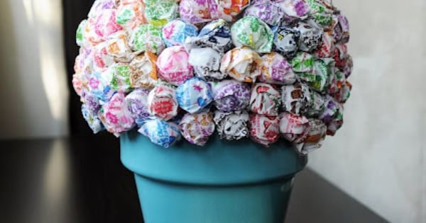 kids party idea: dum dum centerpiece