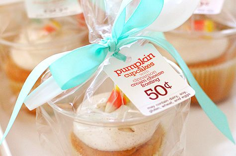 clever cupcake packaging using 9 oz tumbler cups - for a Bakesale