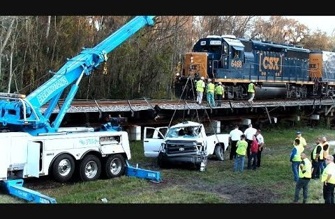 Csx Train Hits Truck Kills Driver Plant City Florida Youtube Plant City Florida Train Train Crash