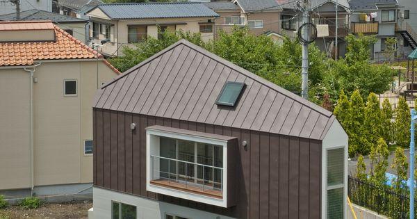Japon maison au bord de l 39 eau construite sur une for Architecture triangulaire