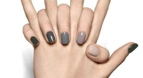 The perfect grey nail ombre. //grey. neutral nail. polish. ideas. fall. winter.