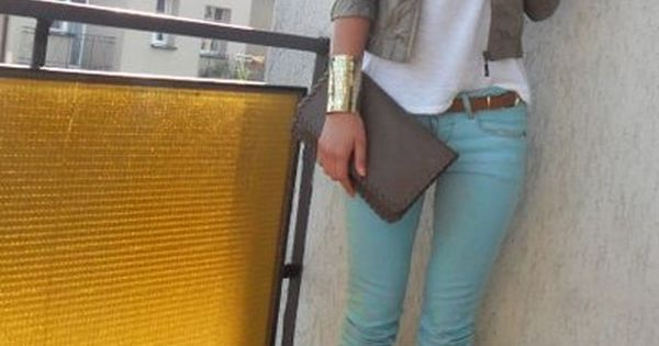 pastel blue skinny jeans. adorable outfit!
