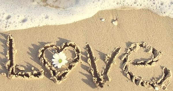 Inspiring picture beach, couple, cute, flower, heart. Resolution: 472x468 px. Find the