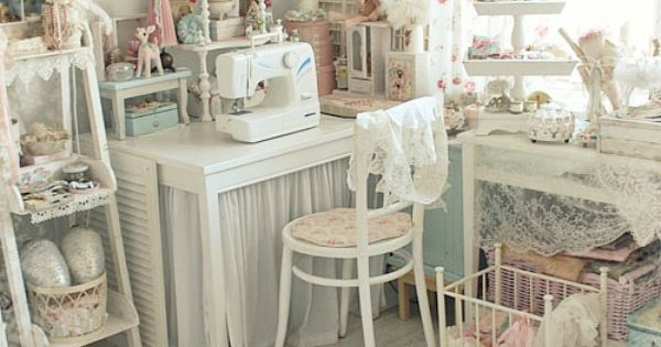 oooohhhh, now this is what my sewing room should look like.. (I'll