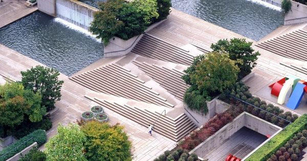 Robson square courthouse vancouver bc arthur erickson for Bc landscape architects